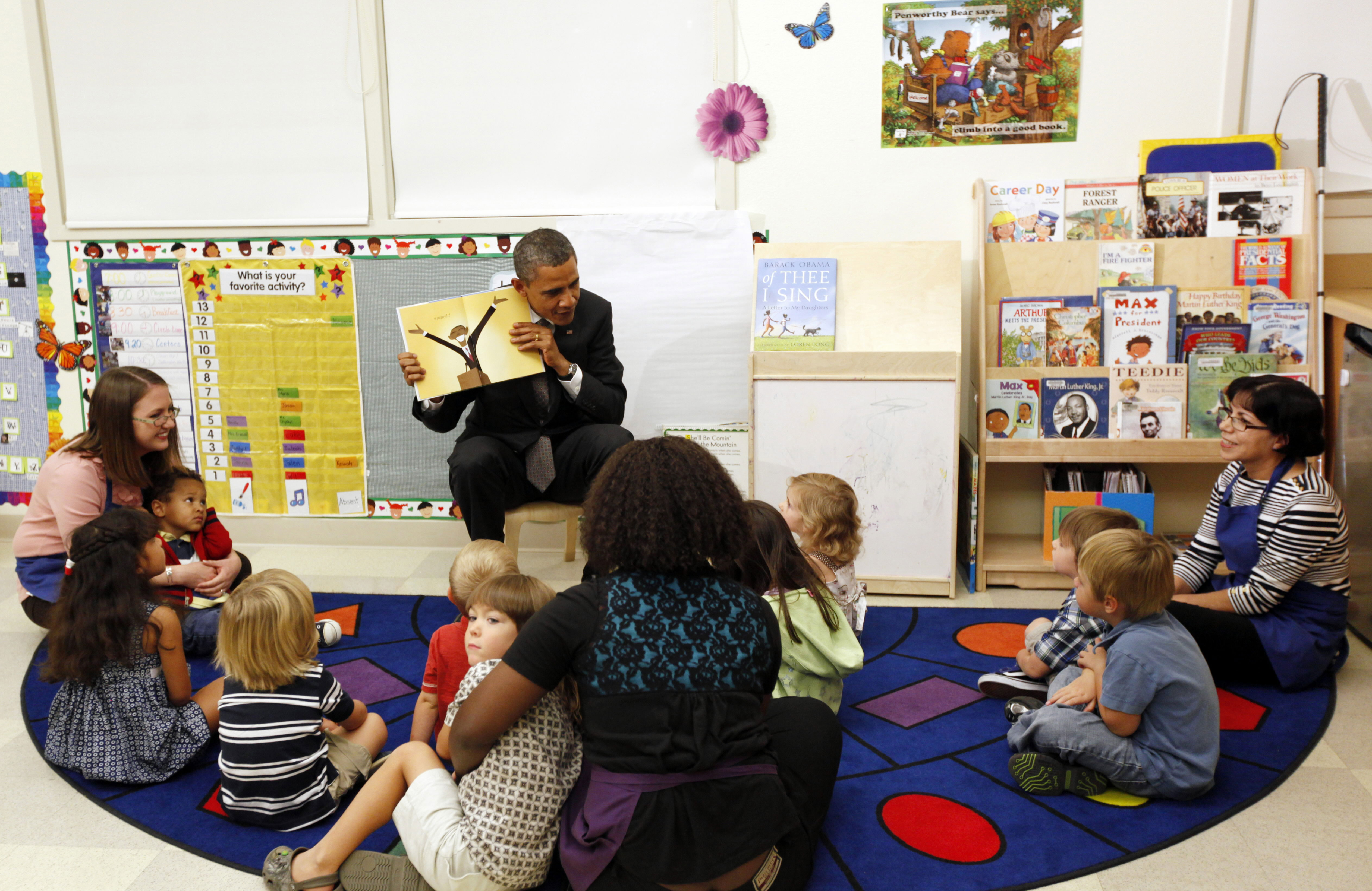 14-barack-obama-kids-reading
