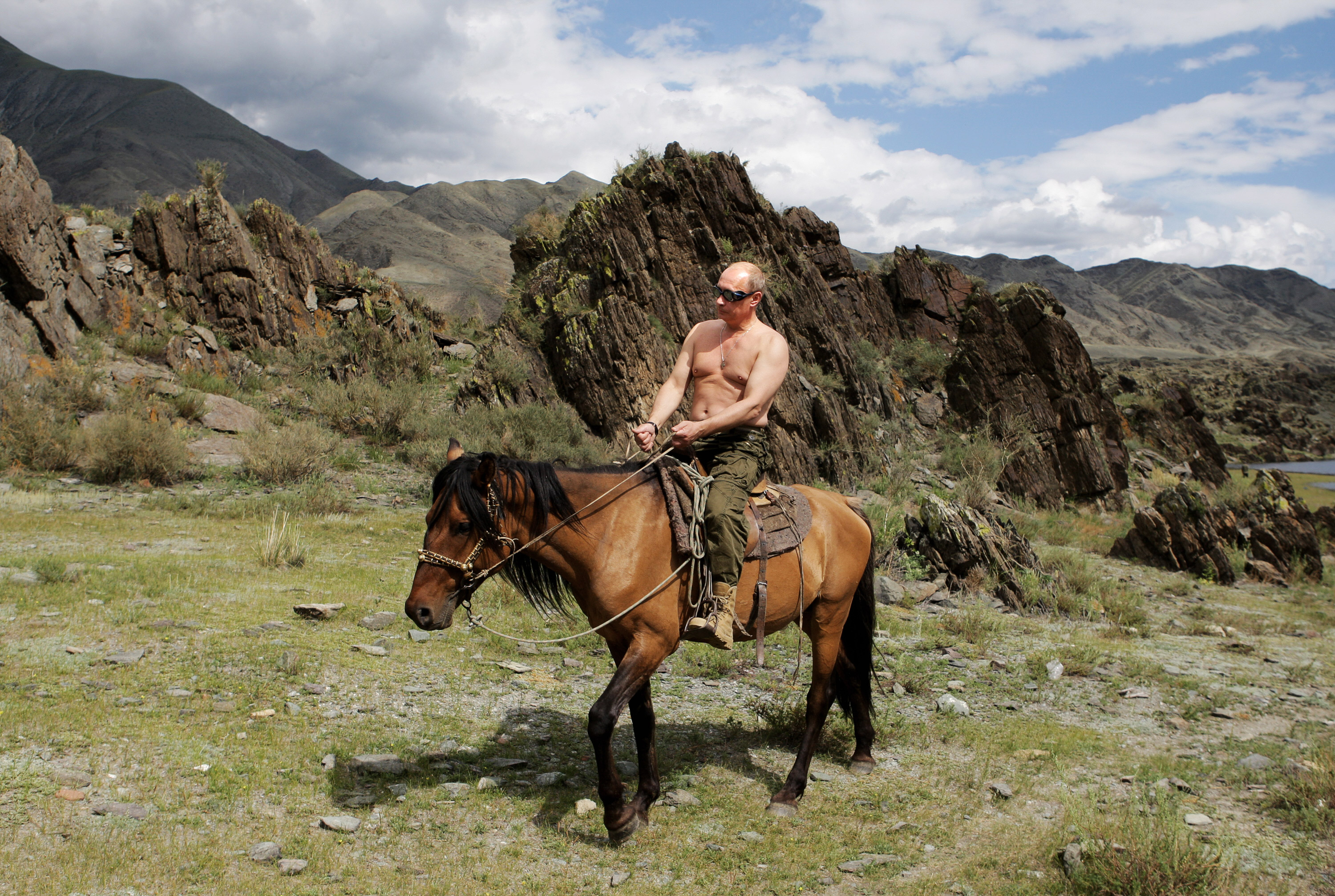 19-vladimir-putin-shirtless-horse.jpg