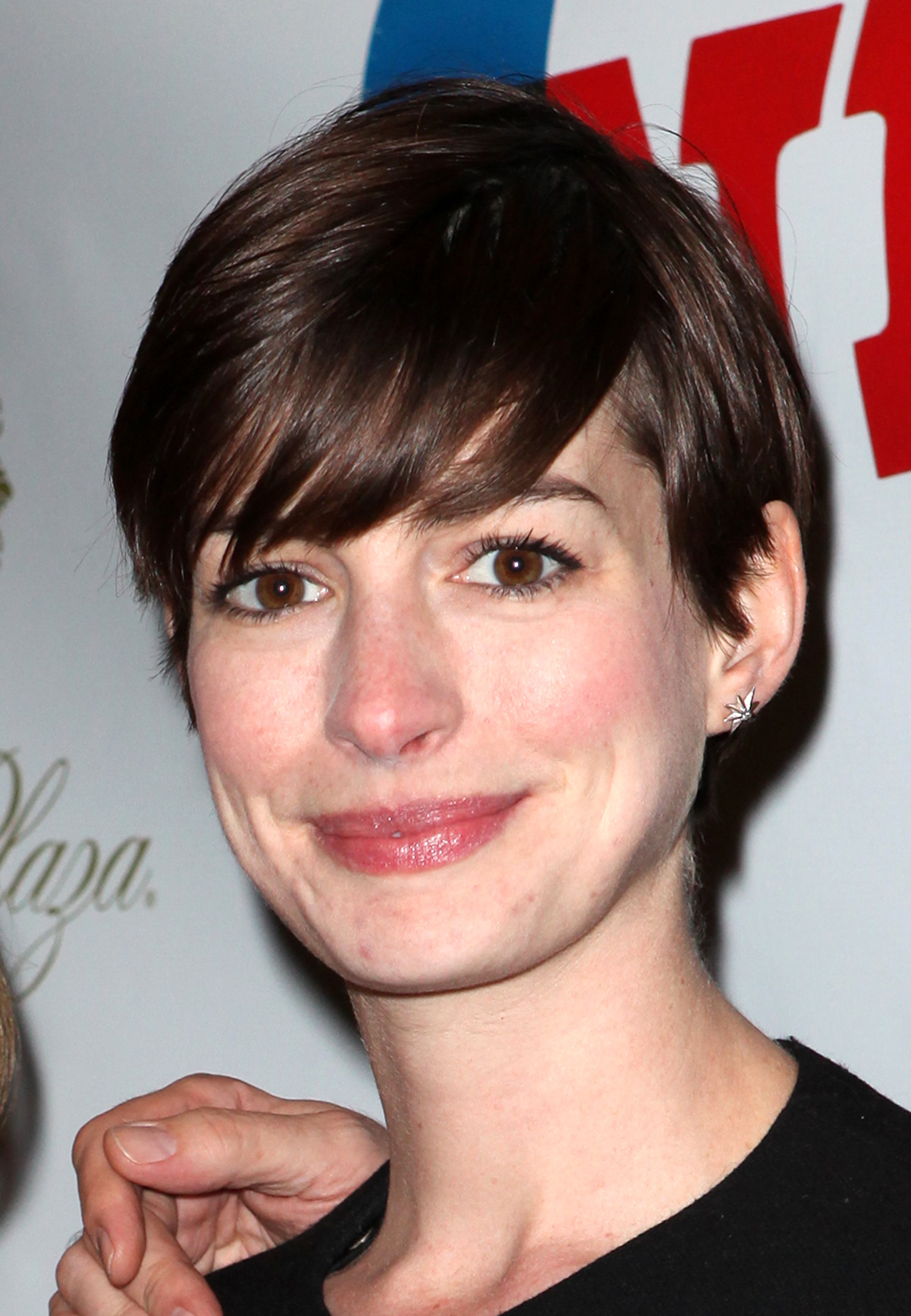 Anne Hathaway Not in Cabaret Revival [Updated] -- Vulture Anne Hathaway