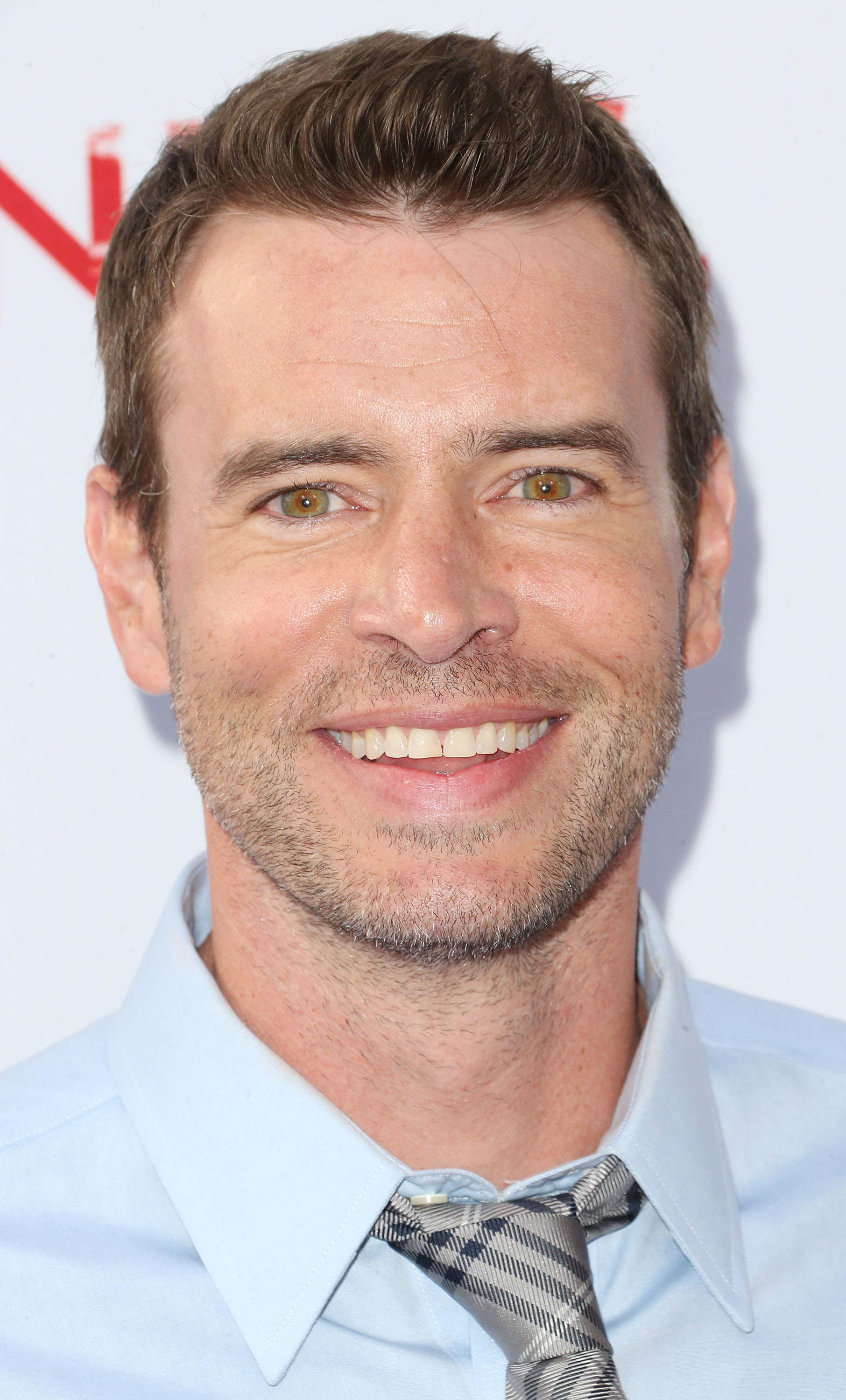 The 45-year old son of father Hugh Foley and mother Connie Foley, 185 cm tall Scott Foley in 2018 photo