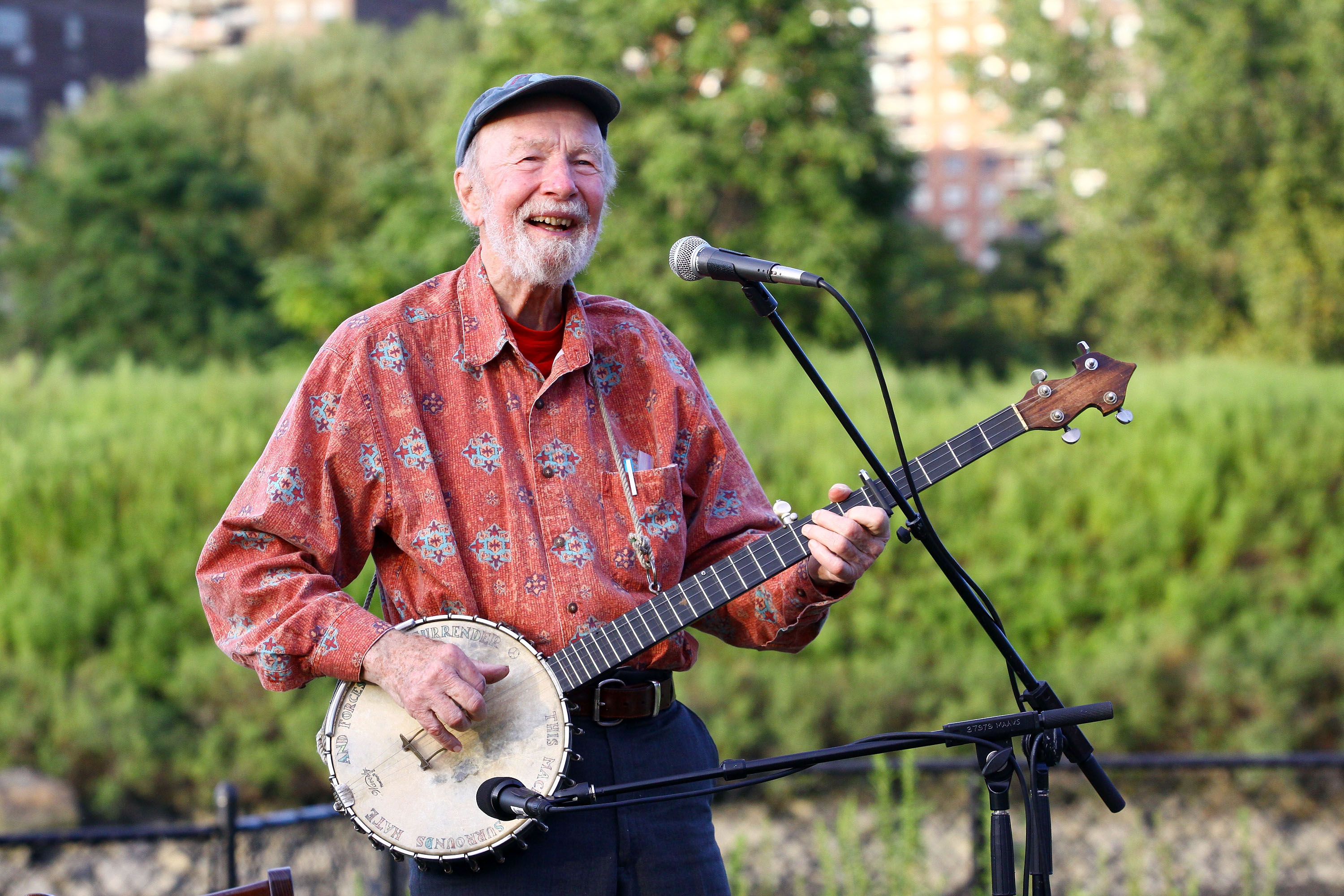 Good Night Irene >> Pete Seeger, Singer and Activist, Dies at 94 -- Vulture