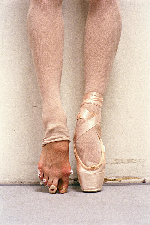 Фотографии ступней с длинными пальчиками 26 фотография