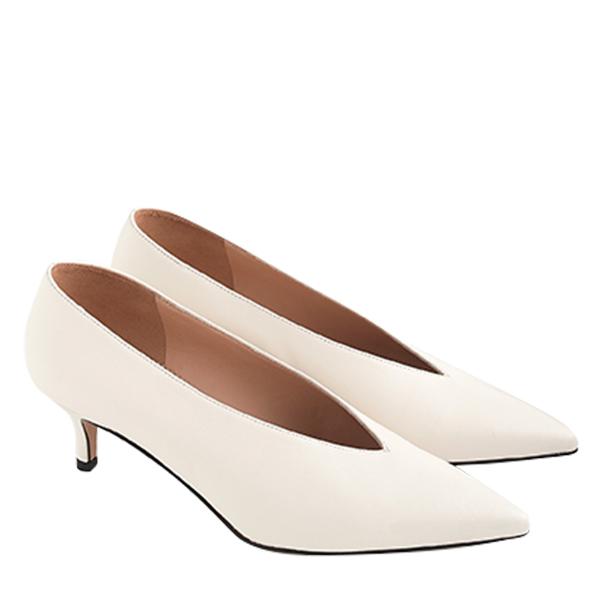 Dulci closed-V kitten heels