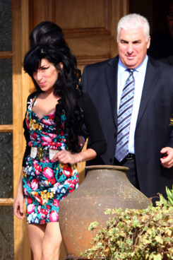 LONDON - MARCH 17:  Singer Amy Winehouse leaves her house on her way to court on March 17, 2009 in London, England.  (Photo by Gareth Cattermole/Getty Images)