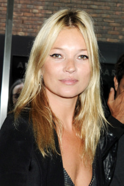 LONDON, ENGLAND - JULY 14:  (EMBARGOED FOR PUBLICATION IN UK TABLOID NEWSPAPERS UNTIL 48 HOURS AFTER CREATE DATE AND TIME. MANDATORY CREDIT PHOTO BY DAVE M. BENETT/GETTY IMAGES REQUIRED)  Kate Moss arrives at a private viewing of artists Jake and Dinos Chapman's new exhibit 'Jake or Dinos Chapman' at White Cube Gallery on July 14, 2011 in London, England.  (Photo by Dave M. Benett/Getty Images)