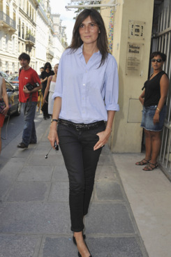 PARIS, FRANCE - JULY 04:  Editor-in-Chief of Vogue Paris Emmanuelle Alt arrives for the Christian Dior Haute Couture Fall/Winter 2011/2012 show as part of Paris Fashion Week  on July 4, 2011 in Paris, France.  (Photo by Francois Durand/Getty Images)