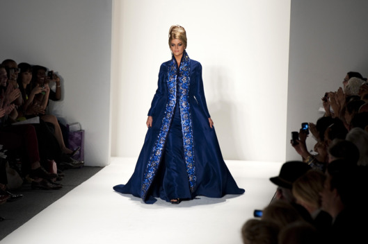 American actress Kirstie Alley wears fashions by Zang Toi during the Mercedes-Benz NY/Spring 2012 fashion week September 13, 2011 in New York. AFP PHOTO/DON EMMERT (Photo credit should read DON EMMERT/AFP/Getty Images)
