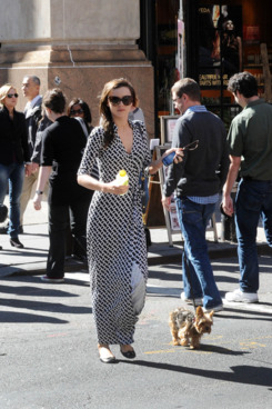 Miranda Kerr and her little dog go for a walk in New York City. <P> Pictured: Miranda Kerr <P> <B>Ref: SPL326161  171011  </B><BR/> Picture by: Jason Winslow / Splash News<BR/> </P><P> <B>Splash News and Pictures</B><BR/> Los Angeles:310-821-2666<BR/> New York:212-619-2666<BR/> London:870-934-2666<BR/> photodesk@splashnews.com<BR/> </P>