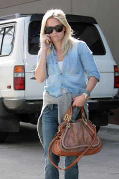 Reese Witherspoon out shopping in trendy Venice, CA, with a friend. <P> Pictured: Reese Witherspoon <P> <B>Ref: SPL330131  281011  </B><BR/> Picture by: DN09 / Splash News<BR/> </P><P> <B>Splash News and Pictures</B><BR/> Los Angeles:310-821-2666<BR/> New York:212-619-2666<BR/> London:870-934-2666<BR/> photodesk@splashnews.com<BR/> </P>