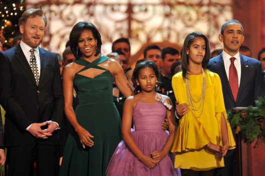(L-R) Conan O'Brien, Michelle Obama, Sasha Obama, Malia Obama and President Barack Obama sing onstage during Christmas in Washington 2011 at the National Building Museum on December 11, 2011 in Washington, DC.