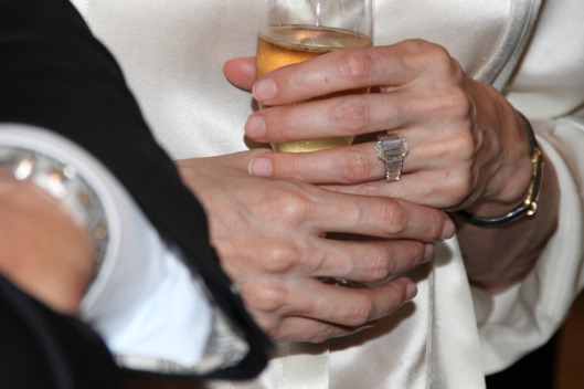 An undated handout picture shows the engagement ring on the hand of Angelina Jolie in Hollywood, USA. After seven years together, Brad Pitt and Angelina Jolie are engaged, a spokesperson of Brad Pitt confirmed on 13 April 2012.