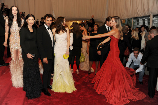 "Model Mariacarla Boscono, artist Marina Abramovic, designer Riccardo Tischi, actress Liv Tyler and model Geisel Bundchen attend the ""Alexander McQueen: Savage Beauty"" Costume Institute Gala at The Metropolitan Museum of Art on May 2, 2011 in New York City."