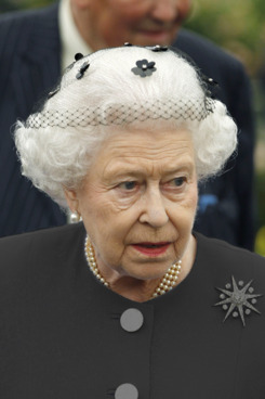 LONDON, UNITED KINGDOM - MAY 21:  Queen Elizabeth II during a visit to the Chelsea Flower Show at Royal Hospital Chelsea on May 21, 2012 in London, England. (Photo by Lefteris Pitarakis - WPA Pool /Getty Images)
