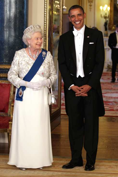 LONDON, ENGLAND - MAY 24:  Queen Elizabeth II and U.S. President Barack Obama (R) pose in the Music Room of Buckingham Palace ahead of a State Banquet on May 24, 2011 in London, England. The 44th President of the United States, Barack Obama, and his wife Michelle are in the UK for a two day State Visit at the invitation of HM Queen Elizabeth II. During the trip they will attend a state banquet at Buckingham Palace and the President will address both houses of parliament at Westminster Hall.  (Photo by Chris Jackson - WPA Pool/Getty Images)