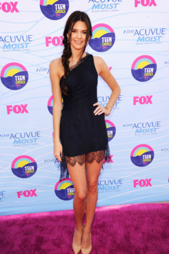 TV Personality Kendall Jenner arrives at the 2012 Teen Choice Awards at Gibson Amphitheatre on July 22, 2012 in Universal City, California.