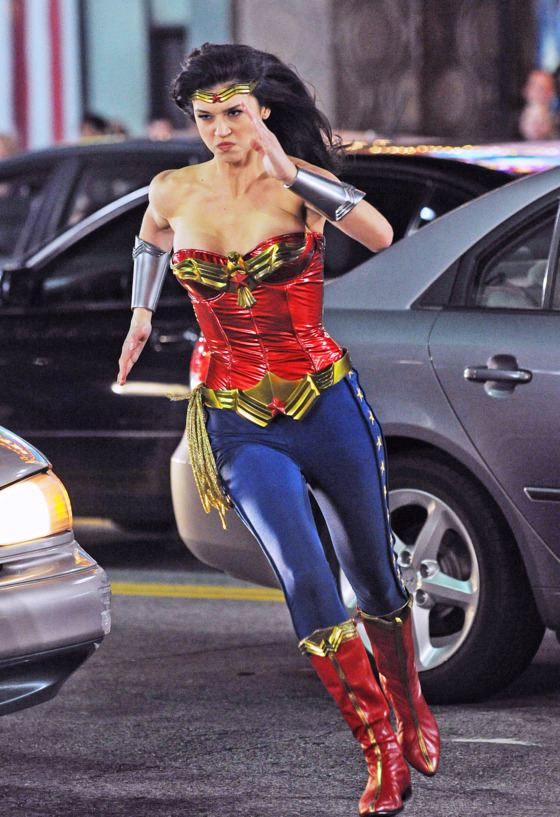 wonderwomannewsuit.jpg