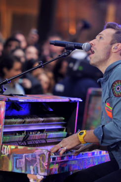 "NEW YORK, NY - OCTOBER 21:  Singer/musician Chris Martin of Coldplay performs on NBC's ""Today"" at Rockefeller Center on October 21, 2011 in New York City.  (Photo by Stephen Lovekin/Getty Images)"