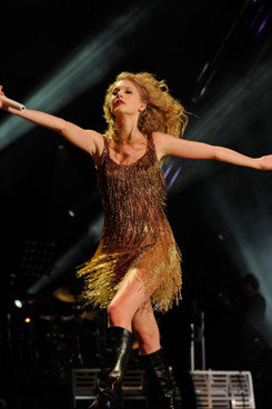 NASHVILLE, TN - JUNE 12:  Taylor Swift performs on the stage at LP Field at the 2011 CMA Music Festival on June 12, 2011 in Nashville, Tennessee.  (Photo by Frederick Breedon IV/Getty Images)