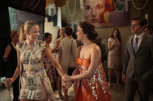 """All The Pretty Sources"" GOSSIP GIRL Pictured (l-r) Blake Lively as Serena Van Der Woodsen and Leighton Meester as Blair Waldorf PHOTO CREDIT:  GIOVANNI RUFINO/THE CW © 2011 THE CW Network, LLC.  All Rights Reserved."