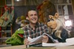 THE MUPPETS - © The Muppets Studio, LLC (L-R) Kermit the Frog, Jason Segel and Miss Piggy  Photograph by – Andrew Macpherson