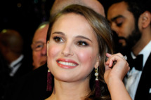 HOLLYWOOD, CA - FEBRUARY 27:  Actress Natalie Portman arrives at the 83rd Annual Academy Awards at the Kodak Theatre February 27, 2011 in Hollywood, California.  (Photo by Ethan Miller/Getty Images) *** Local Caption *** Natalie Portman