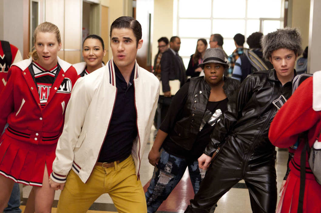"GLEE: L-R: Brittany (Heather Morris), Blaine (Darren Criss), Santana (Naya Rivera), Mercedes (Amber Riley) and Kurt (Chris Colfer) perform in the ""Michael"" episode of GLEE airing Tuesday, Jan. 31."