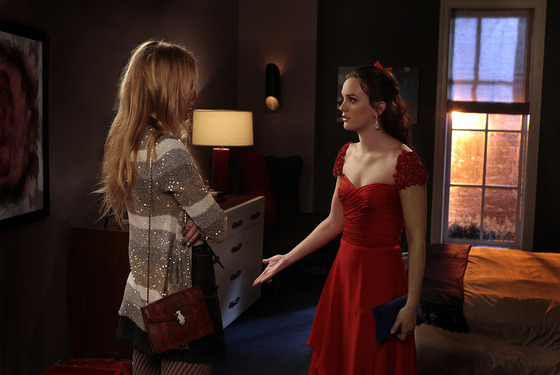 """Crazy Cupid Love""GOSSIP GIRLPictured (L-R) Blake Lively as Serena Van Der Woodsen and Leighton Meester as Blair Waldorf."