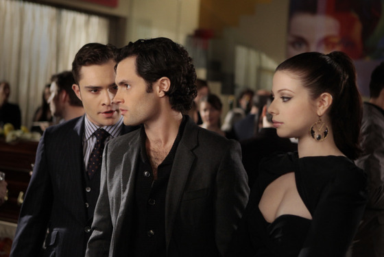 """The Princess Dowry"" GOSSIP GIRL Pictured (L-R) Ed Westwick as Chuck Bass, Penn Badgley as Dan Humphrey and Michelle Trachtenberg as Georgina Sparks PHOTO CREDIT:  GIOVANNI RUFINO/THE CW © 2011 THE CW Network, LLC.  All Rights Reserved."
