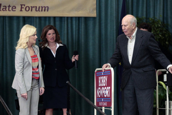 "PARKS AND RECREATION -- ""Campaign Shake-Up"" Episode 417 -- Pictured: (l-r) Amy Poehler as Leslie Knope, Kathryn Hahn as Jennifer Barkley, Carl Reiner as Nes Jones -- Photo by: Chris Haston/NBC"