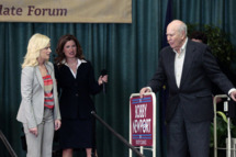 "PARKS AND RECREATION -- ""Campaign Shake-Up"" Episode 417 -- Pictured: (l-r) Amy Poehler as Leslie Knope, Kathryn Hahn as Jennifer Barkley, Carl Reiner as Nes Jones."