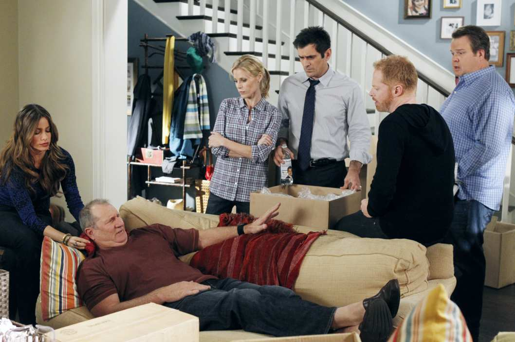 "MODERN FAMILY - ""After the Fire"" - After a neighbor's home burns down, the whole family rallies and organizes a community drive to help do some good - though it's not all good, as Jay throws out his back, Cameron does some posturing with a huge moving truck, Claire discovers that Mitchell and Gloria have been spending a lot of time together, and Luke and Manny get their hands on some of the donated toys, on ""Modern Family,"" WEDNESDAY, NOVEMBER 16 (9:00-9:31 p.m., ET), on the ABC Television Network. (ABC/PETER ""HOPPER"" STONE)SOFIA VERGARA, ED O'NEILL, JULIE BOWEN, TY BURRELL, JESSE TYLER FERGUSON, ERIC STONESTREET"