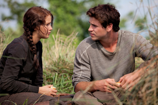 Katniss Everdeen (Jennifer Lawrence) and Gale Hawthorne (Liam Hemsworth) in THE HUNGER GAMES.