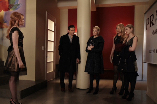 """Con Heir""GOSSIP GIRLPictured (L-R): Kaylee DeFer as Charlotte 'Charlie' Rhodes, Billy Baldwin as Dr. William Van Der Woodsen, Kelly Rutherford as Lily Van Der Woodsen, Blake Lively as Serena Van Der Woodsen, Ella Rae Peck as LolaPHOTO CREDIT:  GIOVANNI RUFINO/THE CW© 2011 THE CW Network, LLC.  All Rights Reserved."