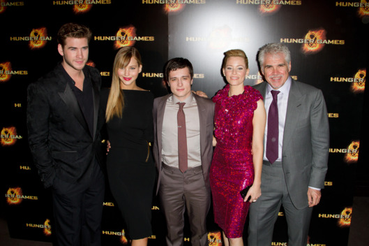 "Liam Hemsworth, Jennifer Lawrence, Josh Hutcherson, Elizabeth Banks and Gary Ross attend the ""Hunger Games"" Paris Premiere"