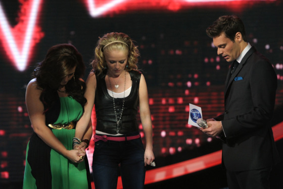 AMERICAN IDOL: Skylar is eliminated on AMERICAN IDOL airing Thursday, May 3, (8:00-9:00 PM ET/PT) on FOX. Pictured L-R: Skylar Laine, Hollie Cavanaugh and Ryan Seacrest. CR: Michael Becker / FOX