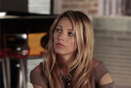"Gossip Girl ""The Fugitives"" Pictured: Blake Lively as Serena Van Der Woodsen  PHOTO CREDIT:  GIOVANNI RUFINO/THE CW © 2012 THE CW Network, LLC.  All Rights Reserved."