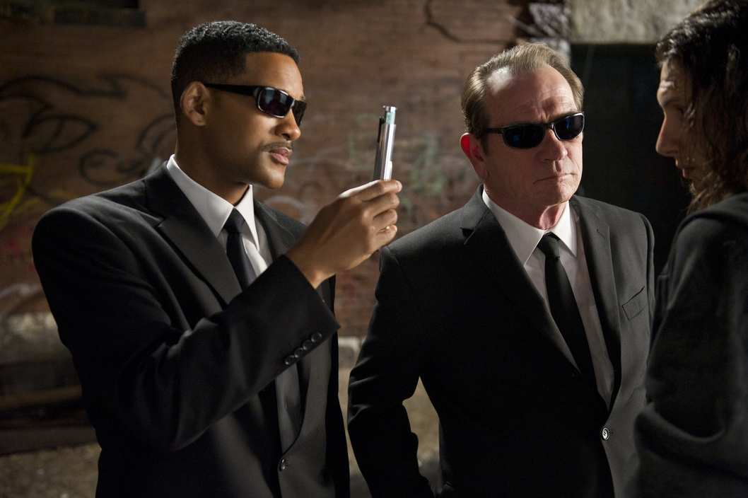 Will Smith (left) and Tommy Lee Jones star in Columbia Pictures' MEN IN BLACK 3.