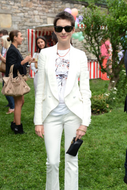 NEW YORK, NY - JUNE 11:  Actress Anne Hathaway attends the Stella McCartney Spring 2012 Presentation on June 11, 2012 in New York City.  (Photo by Andrew H. Walker/Getty Images)