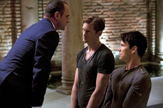 TRUE BLOOD episode 50 (season 5, episode 2): Chris Meloni, Alexander Skarsgard, Stephen Moyer.
