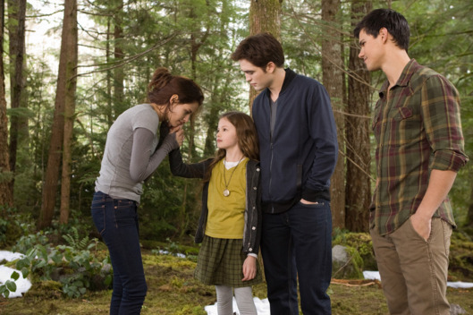 (L-R) KRISTEN STEWART, MACKENZIE FOY, ROBERT PATTINSON and TAYLOR LAUTNER star in THE TWILIGHT SAGA: BREAKING DAWN-PART 2Ph: Andrew Cooper, SMPSP? 2011 Summit Entertainment, LLC.  All rights reserved.