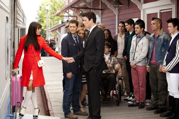 "GLEE: Rachel (Lea Michele, L) says goodbye to Finn (Cory Monteith, third from L) and the rest of the glee club as she heads to New York in the ""Goodbye"" season finale episode of GLEE airing Tuesday, May 22 (9:00- 10:00 PM ET/PT) on FOX. Also pictured L-R: Heather Morris, Matthew Morrison, Jayma Mays, Chord Overstreet, Dianna Agron, Amber Riley, Kevin McHale, Samuel Larsen, Damian McGuinty, Harry Shum Jr., Darren Criss, Mark Salling and Chris Colfer.  ©2012 Fox Broadcasting Co. CR: Adam Rose/FOX"