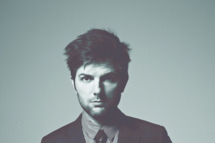 24 Jul 2011 --- Adam Scott --- Image by ? Dan Monick/Corbis Outline