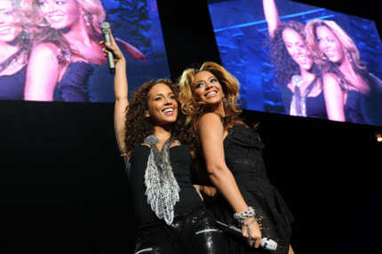 NEW YORK - MARCH 17:  Singers Alicia Keys and Beyonce Knowles perform at Madison Square Garden on March 17, 2010 in New York City.  (Photo by Jason Kempin/Getty Images) *** Local Caption *** Alicia Keys;Beyonce Knowles