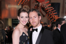 NEW YORK - NOVEMBER 18:  Actress Anne Hathaway and Adam Shulman attend the American Museum of Natural History's 2010 Museum Gala at the American Museum of Natural History on November 18, 2010 in New York City.  (Photo by Michael Loccisano/Getty Images) *** Local Caption *** Anne Hathaway;Adam Shulman