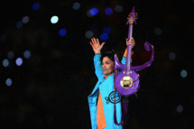 "MIAMI GARDENS, FL - FEBRUARY 04:  Prince performs during the ""Pepsi Halftime Show"" at Super Bowl XLI between the Indianapolis Colts and the Chicago Bears on February 4, 2007 at Dolphin Stadium in Miami Gardens, Florida.  (Photo by Jonathan Daniel/Getty Images) *** Local Caption *** Prince"