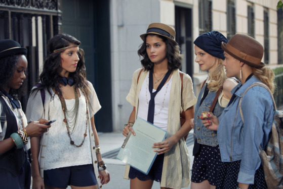 "OSSIP GIRL-- ""High Infidelity""-- image GO602A_0768 Pictured (center): Sofia Black-D'Elia as Sage"