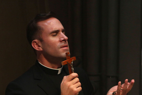 AMERICAN HORROR STORY Tricks and Treats -- Episode 202, Wednesday, October 24, 10:00 pm e/p) -- Pictured: Joseph Fiennes as Monsignor Timothy Howard.
