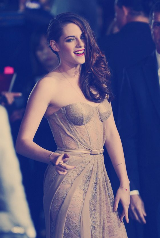 "LOS ANGELES, CA - NOVEMBER 12:  (EDITORS NOTE: Image was processed using Instagram Photoshop filter)  Actress Kristen Stewart arrives at the Summit Entertainment's ""The Twilight Saga: Breaking Dawn - Part 2"" at Nokia Theatre L.A. Live on November 12, 2012 in Los Angeles, California.  (Photo by Michael Buckner/Getty Images)"