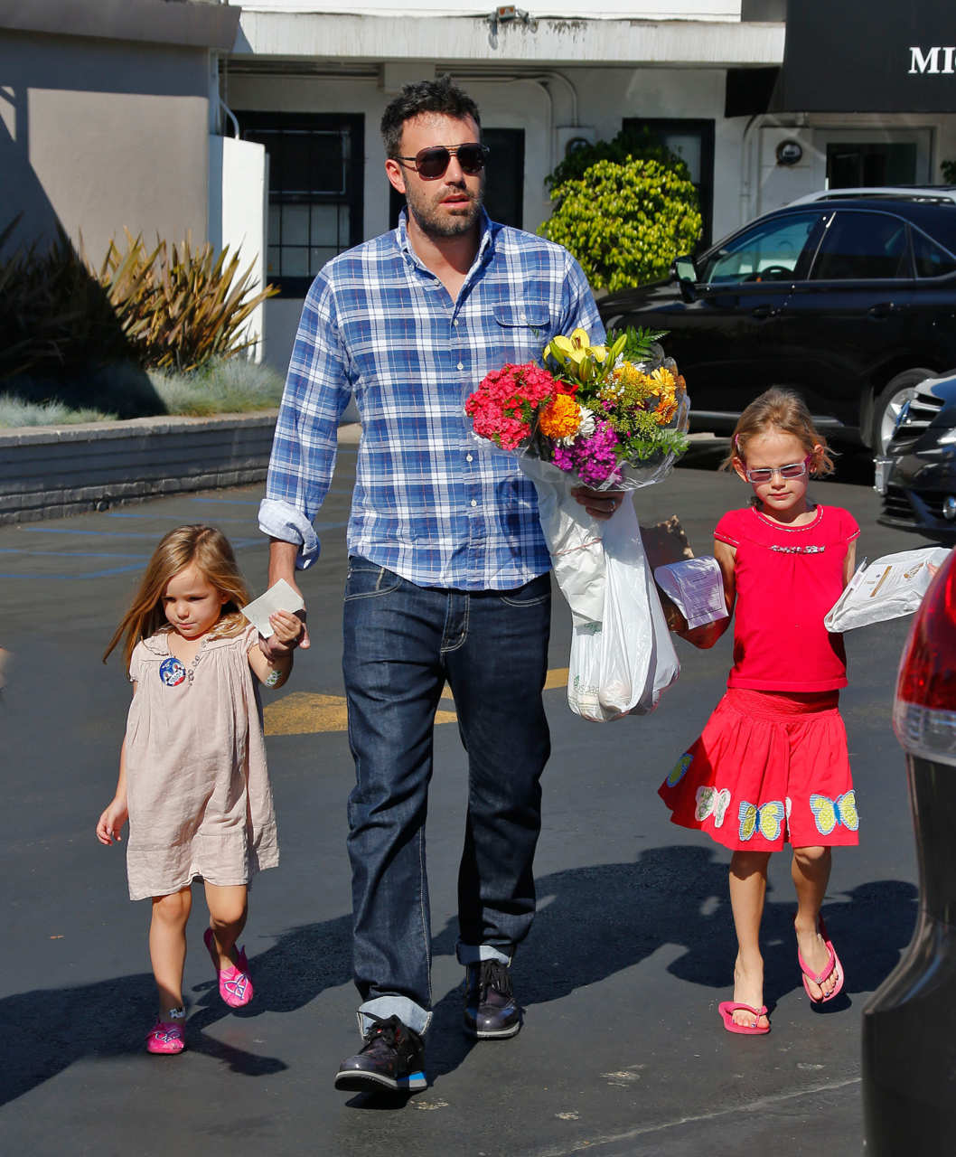 While Jennifer Garner visits the nail salon, Ben Affleck takes Violet and Seraphina to the market in Brentwood, CA.