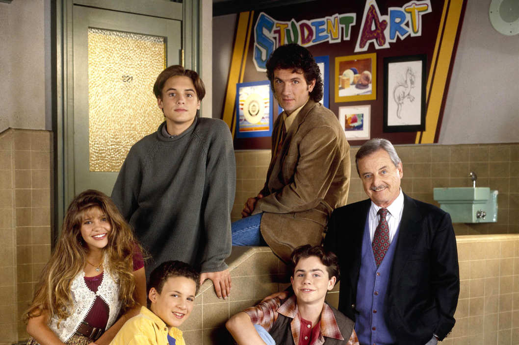 girl meets world vs boy meets world The disney channel's follow-up to the tgif sitcom classic 'boy meets world' is perfect for a new generation and that's going to really piss the.